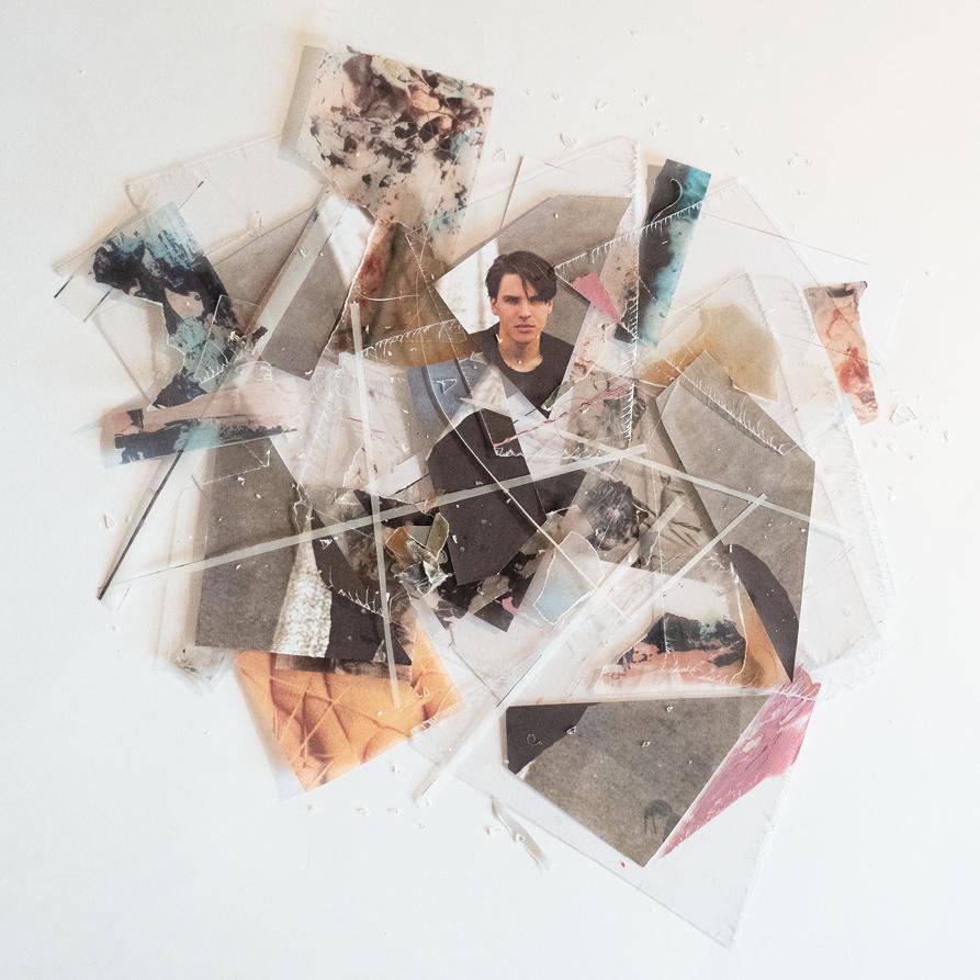 Das Debüt-Album an/aus von MOA Image